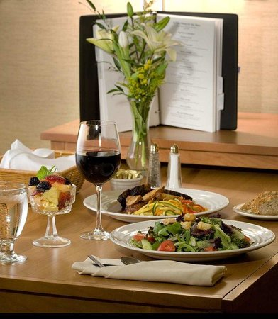 Embassy Suites Chicago O'Hare Rosemont: Room Service