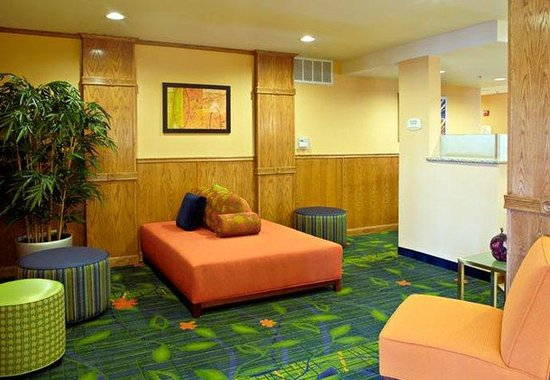Fairfield Inn & Suites San Angelo: Lobby Seating Area