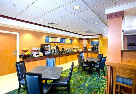 Fairfield Inn & Suites Muskegon Norton Shores: Breakfast Area