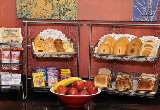Fairfield Inn by Marriott Nashville at Opryland: Early Eats Breakfast