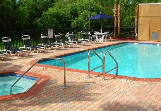 Fairfield Inn & Suites Jacksonville Butler Boulevard: Outdoor Pool