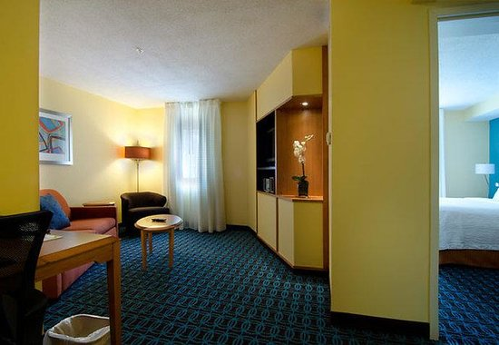 Fairfield Inn & Suites Saratoga - Malta: Two-Room King Suite