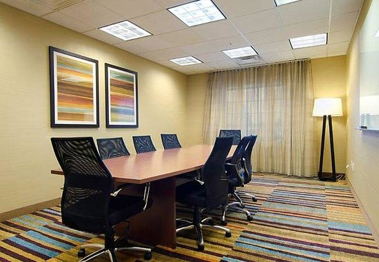 Fairfield Inn & Suites Saratoga - Malta: Meeting Room