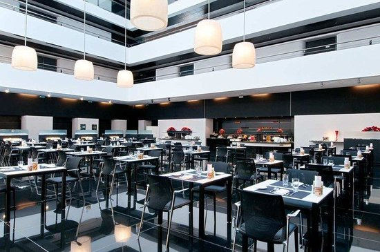 Hilton Madrid Airport: La Plaza Restaurant