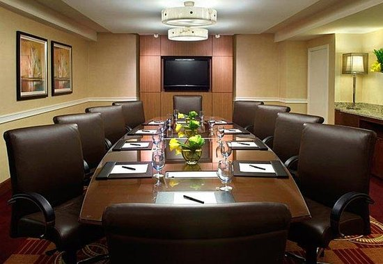 Boston Marriott Newton: Boardroom