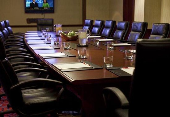Marriott Crystal Gateway: Executive Boardroom