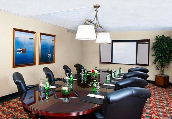 South Portland, ME : Cape Elizabeth Boardroom