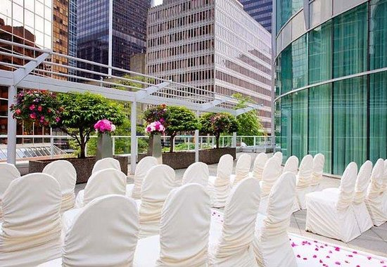 Vancouver Marriott Pinnacle Downtown Hotel: Outdoor Patio – Ceremony