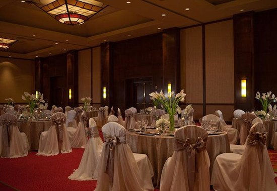 Coralville, IA: Coral Ballroom Wedding Reception