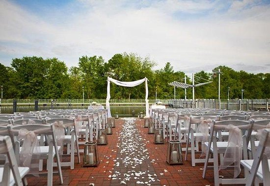 Coralville, IA: Terrace Wedding Ceremony