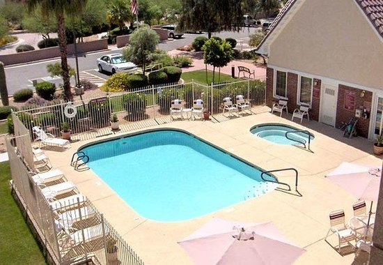 Peoria, AZ: Outdoor Pool & Hot Tub