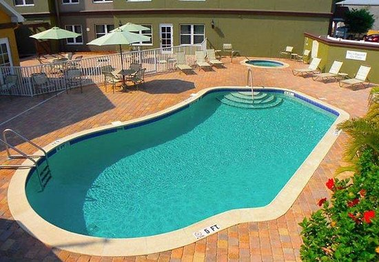 Oldsmar, FL: Outdoor Pool & Whirlpool