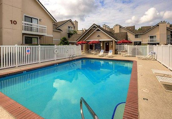 Lynnwood, WA: Outdoor Pool
