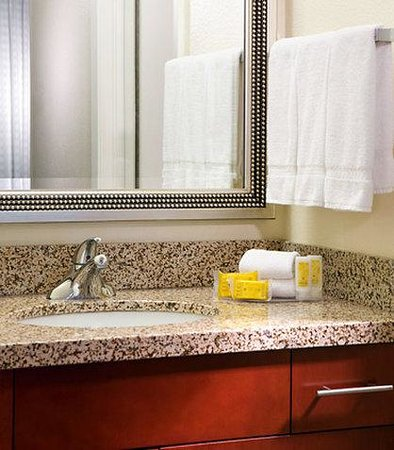 Residence Inn Dallas Market Center: Guest Bathroom