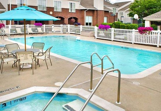 Residence Inn Syracuse: Outdoor Pool