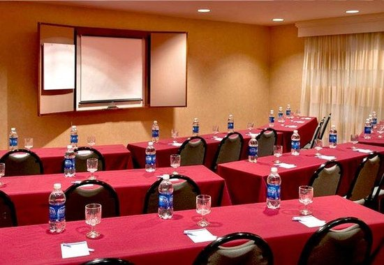 Residence Inn Syracuse: Meeting Room