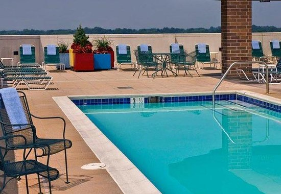 Bethesda, MD: Outdoor Rooftop Pool