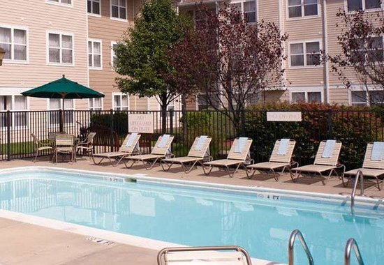 Charleston, Virginia Occidental: Outdoor Pool