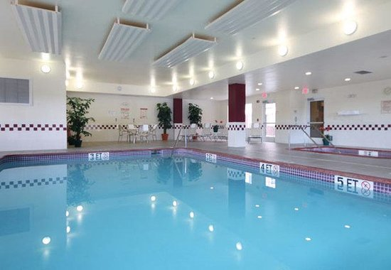 Palmdale, CA: Indoor Pool and Spa