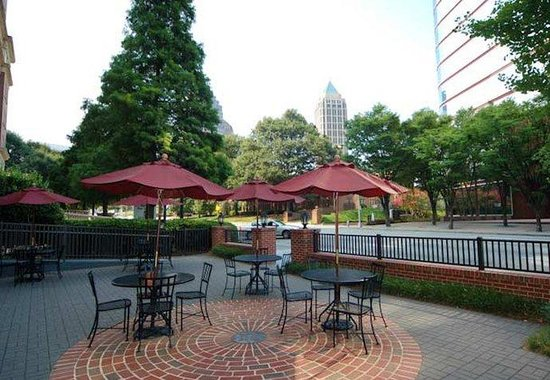 Residence Inn Atlanta Midtown / 17th Street: Outdoor Patio