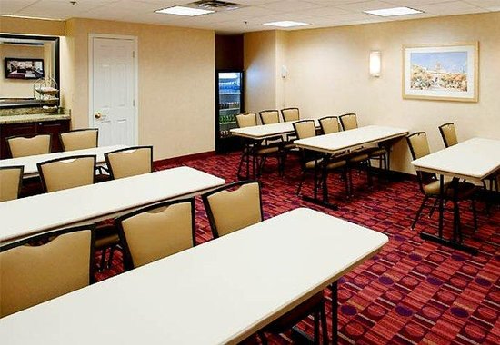 Residence Inn Kansas City Country Club Plaza: Meeting Room