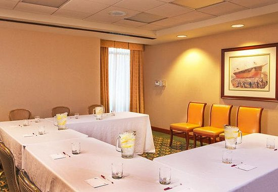 Residence Inn by Marriott Boston Harbor on Tudor Wharf: Minehan Meeting Room