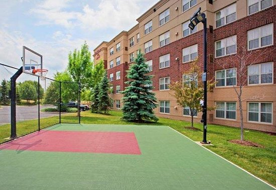 Residence Inn Chicago Naperville / Warrenville: SportCourt