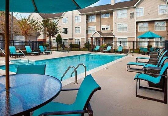 Metairie, LA: Outdoor Pool & Whirlpool