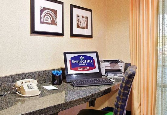 SpringHill Suites Detroit Southfield: Business Center