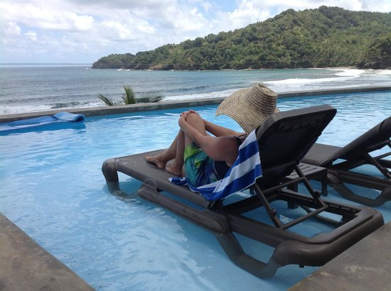 Marigot, Dominica: Relaxing im Pool
