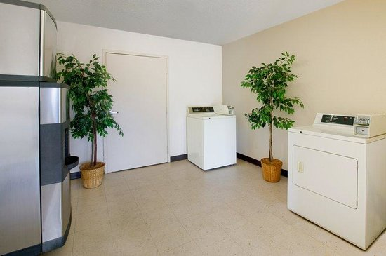Acworth, GA: Laundry Room