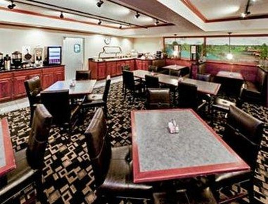 Hawthorn Suites by Wyndham Oshkosh: Dinning Room