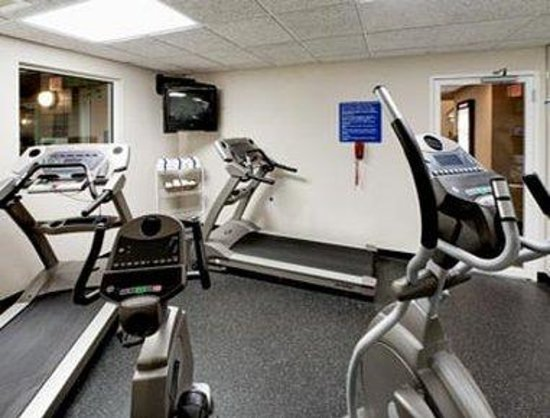 Hawthorn Suites by Wyndham Oshkosh: Workout Room
