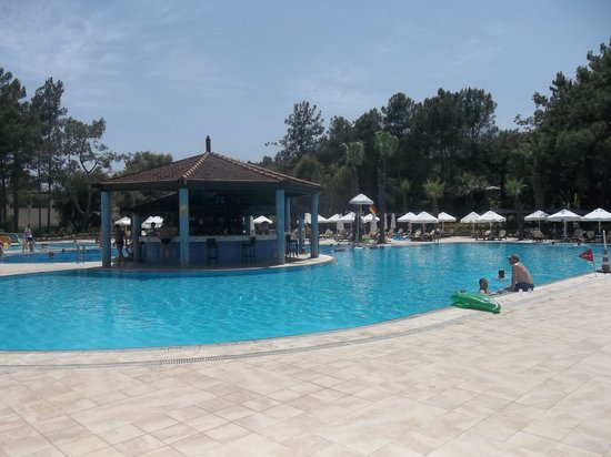 Renaissance Antalya Beach Resort & Spa: Main Pool and Pool Bar