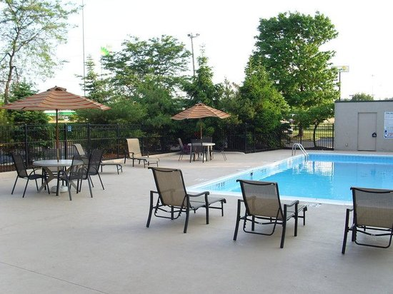 Akron, OH: Swimming Pool