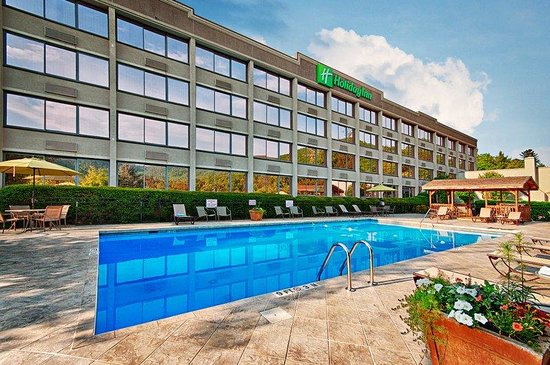 Holiday Inn Asheville Biltmore East: Outside the hotel is a relaxing, heated pool...