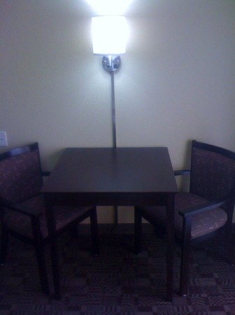 Solana Beach, CA: Table and Chairs for in Room Dining