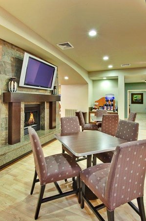 Holiday Inn Express Hotel and Suites Las Vegas 215 Beltway: Las Vegas Free Hot Breakfast Bar
