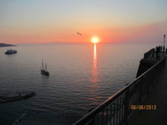 Hotel Mediterraneo Sorrento: Sunset view