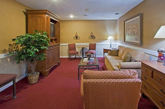 Mishawaka, IN : Presidental Suite Living area