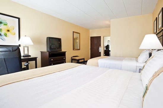 Worthington, OH: Two Queen Bed Guest Room