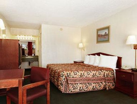 Howard Johnson Tucson Downtown: Guest Room