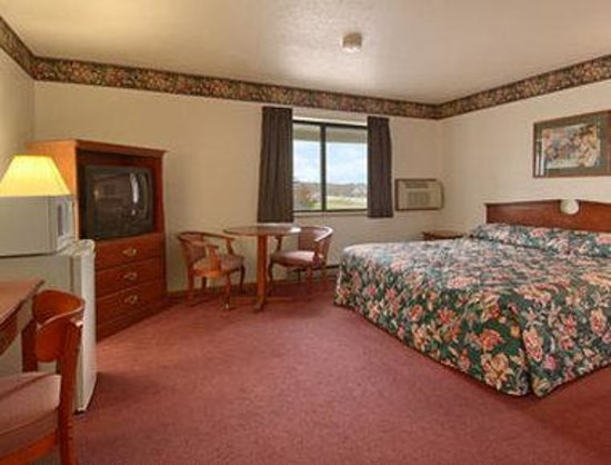 Hudson, WI: King Bed Room with MicroFridge