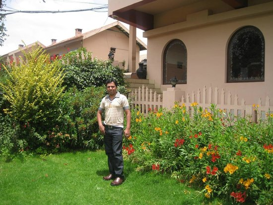 Hotel Lakeview: Me at garden near Reception