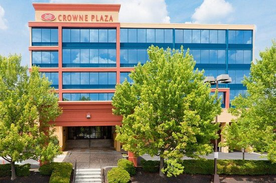 Crowne Plaza Hotel Reading: Hotel Exterior