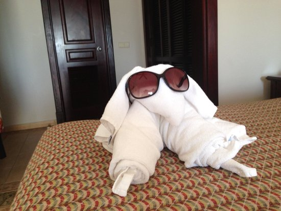 ClubHotel Riu Ocho Rios: Our maid often left something for us to smile about!