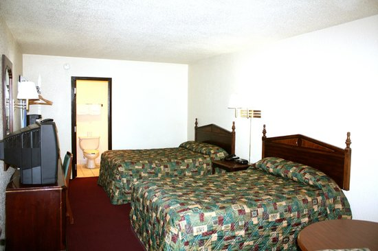 ‪‪Travelers Inn‬: 2 Double Bed Guest Room‬