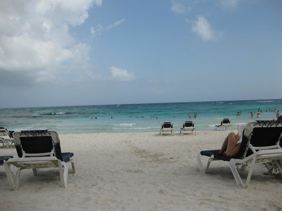 Barcelo Maya Tropical: Plenty Of Room On The Beach