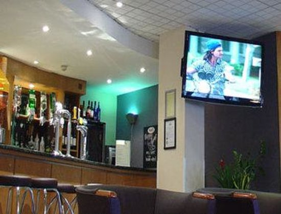 Days Inn London Waterloo: Lounge TV View