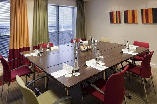 Holiday Inn Express London Croydon: Meeting Room where you can access the free Wi-Fi